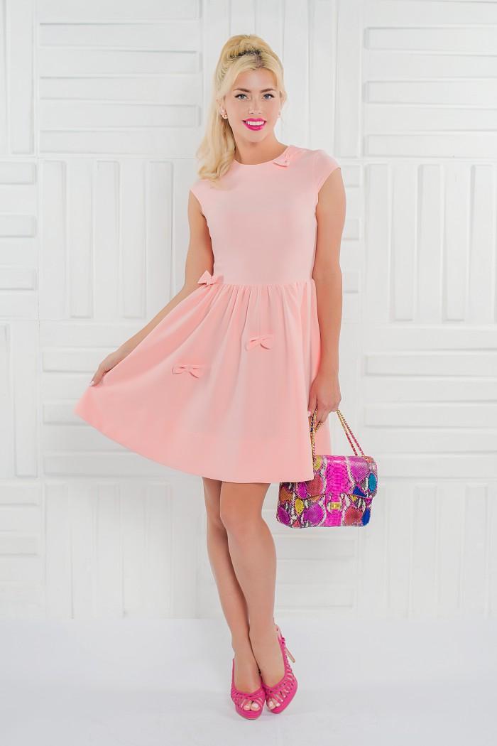 091 платье персиковое отдекорировано бантиками