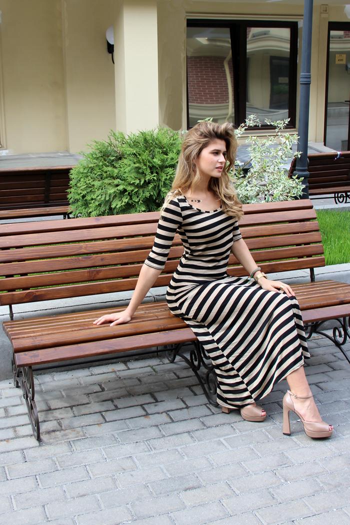 P023 Платье в полоску